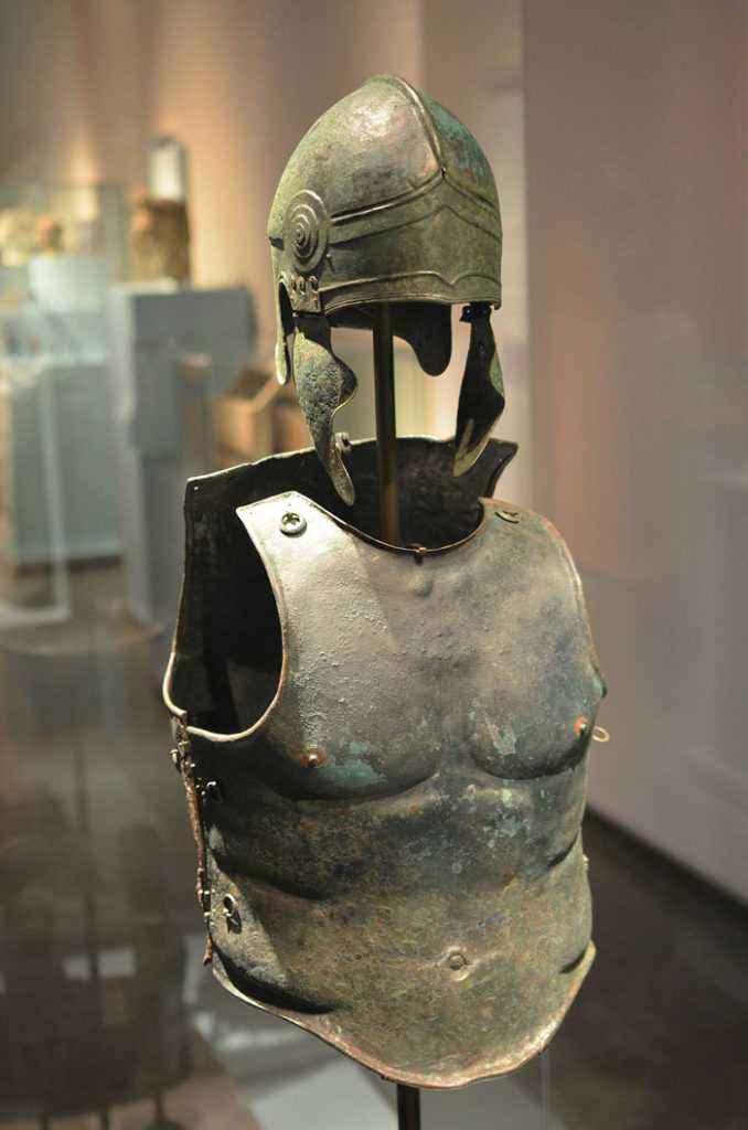 Corazza di bronzo greca