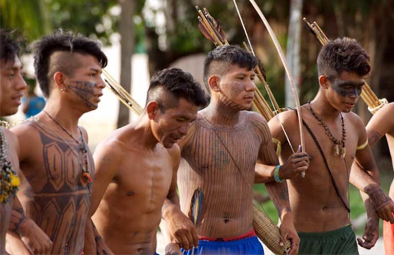 Giovani guerrieri Munduruku