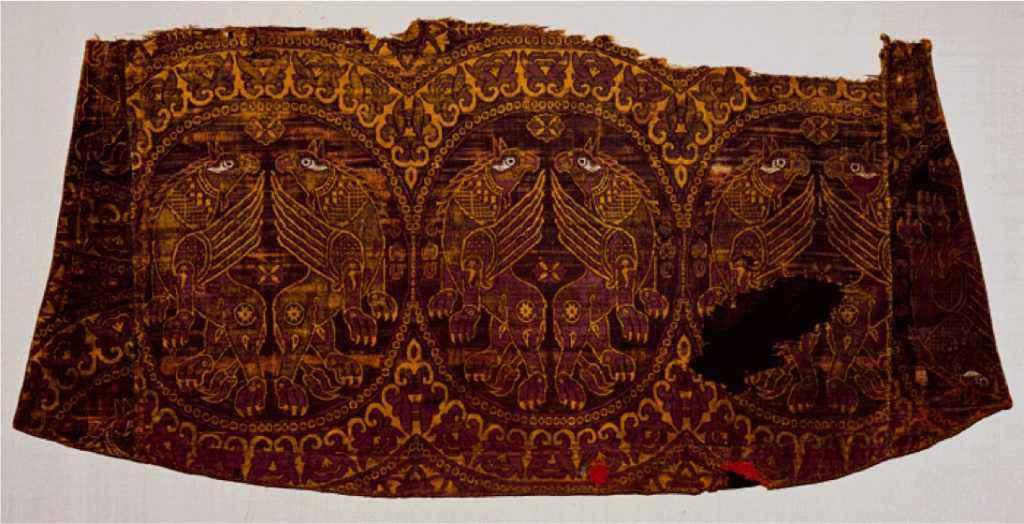 Veste bizantina colorata con la porpora