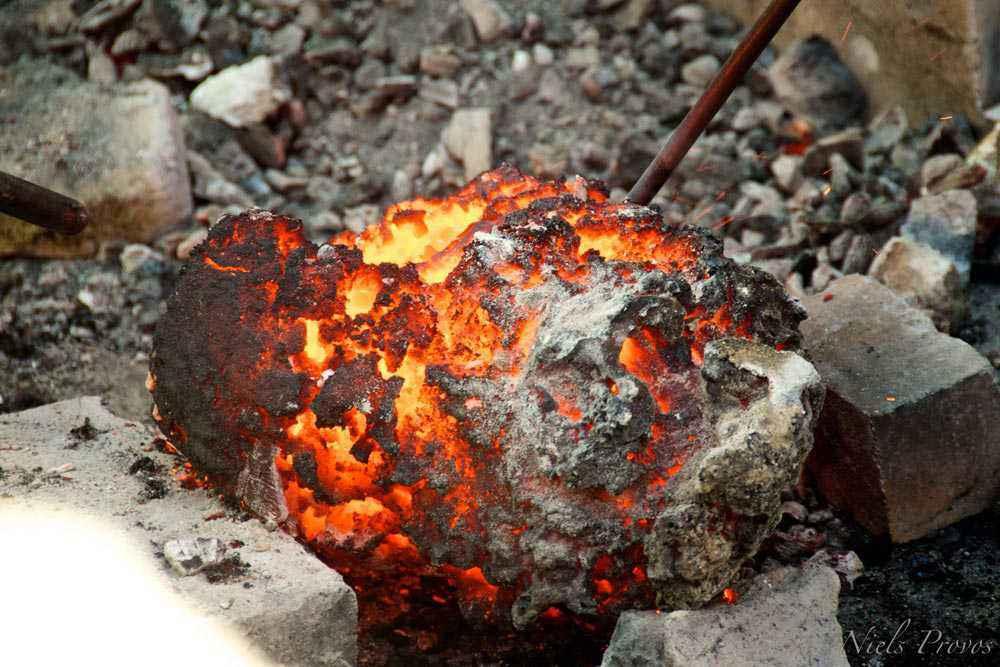 Bluma ferrosa appena estratta dal forno