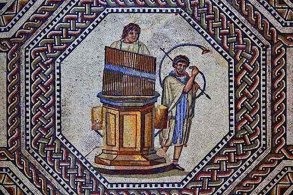 Ascolta l'hydraulis, l'antico organo greco ad acqua