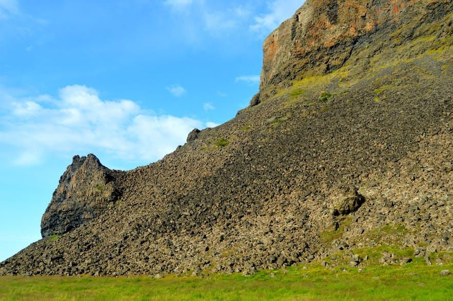 La collina che, secondo la tradizione norrena, fungeva da casa per Grettir, il leggendario fuorilegge vichingo