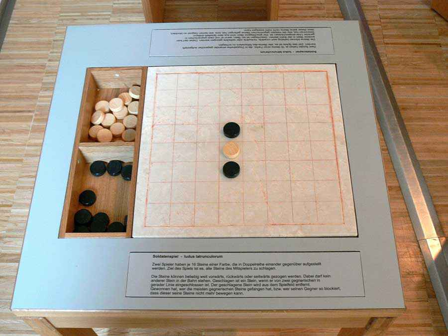 Ricostruzione del Ludus latrunculorum al Museum Quintana of Archaeology di Künzing, Germania