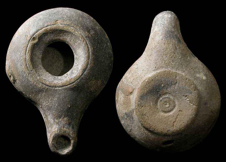 Lampada ad olio greca in terracotta risalente al III-II secolo a.C.