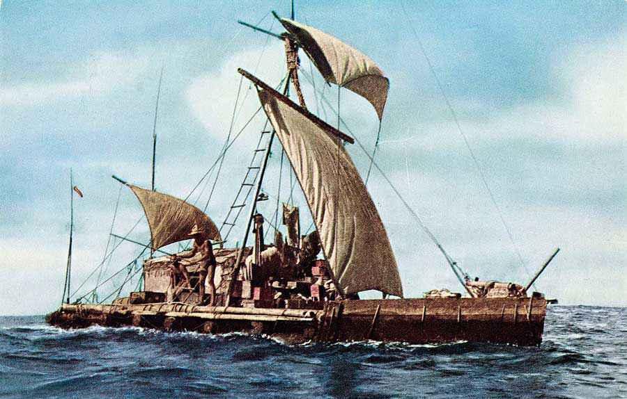 Foto della zattera Kon-Tiki e del suo equipaggio durante il viaggio nel Pacifico del 1947