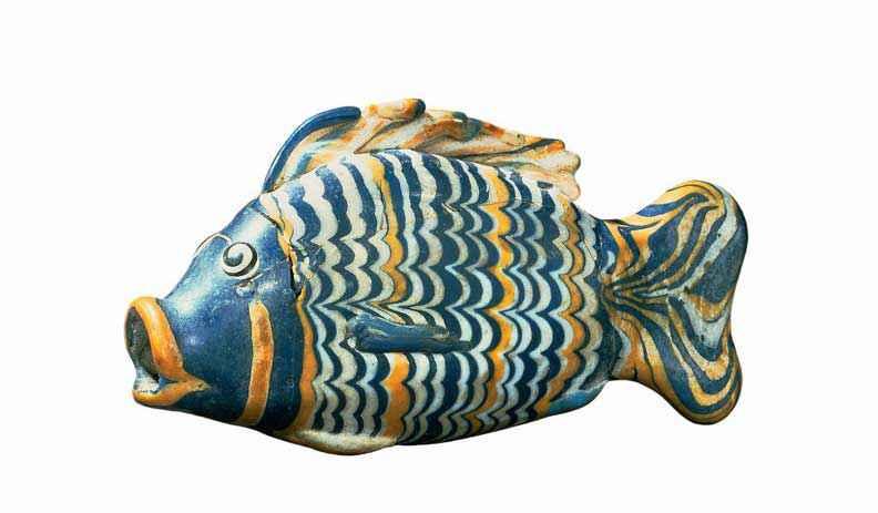 Bottiglia in vetro raffigurante una tilapia, un pesce molto comune lungo il Nilo, risalente alla XVIII dinastia (British Museum)