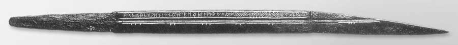 Il seax di Beagnoth (o seax del Tamigi), un'arma risalene al X secolo e attualmente custodita al British Museum of London. E' lunga in totale 72 centimetri, pesa quasi 1 kg e riporta per intero l'alfabeto runico anglosassone.