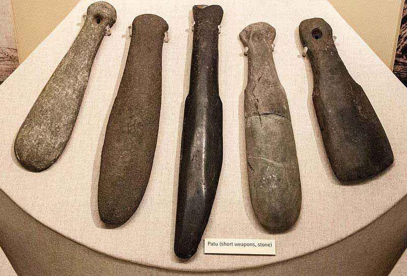 Serie di patu di pietra al Canterbury Museum