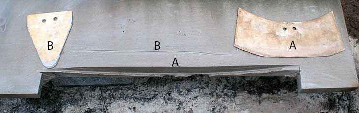 Durante il test di Blackwell, la punta triangolare ha lasciato un segno irregolare e impreciso (B), mentre quella piatta dai bordi arrotondati ha tagliato la pietra con regolarità.