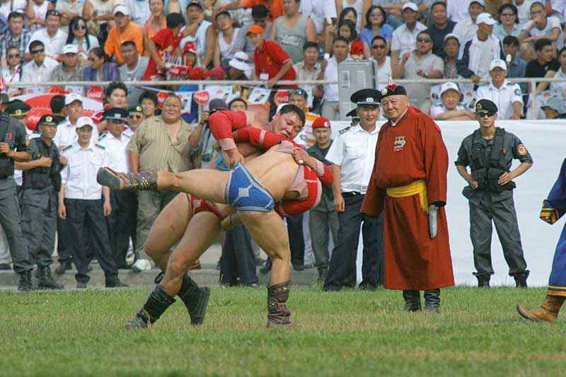 Bökh, il wrestling mongolo