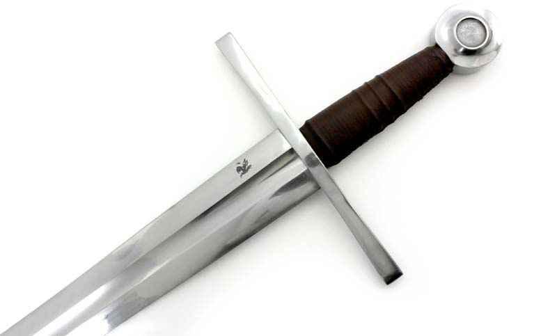 Sguscio centrale in questa replica di una spada medievale