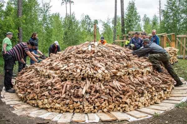 Ancora oggi in Scandinavia si produce catrame di legna seguendo metodi tradizionali, probabilmente identici a quelli utilizzati dagli antichi popoli norreni.