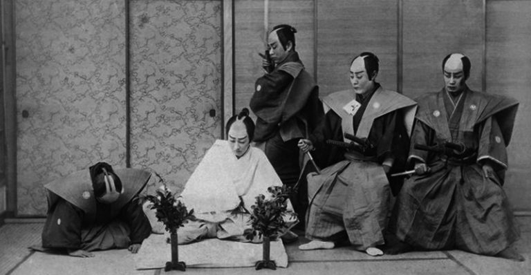 Ricostruzione di un seppuku in una foto del 1897.