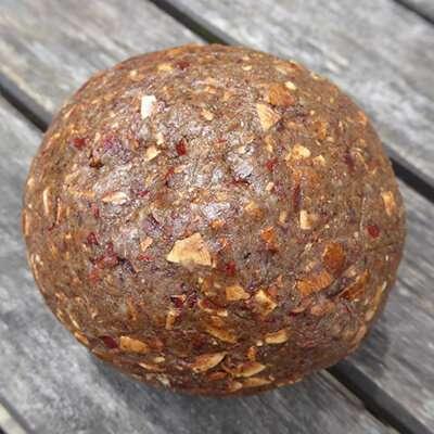 Ku-ne-che, palla di noci pecan tritate e pestate, usata dai Cherokee per la produzione di zuppe