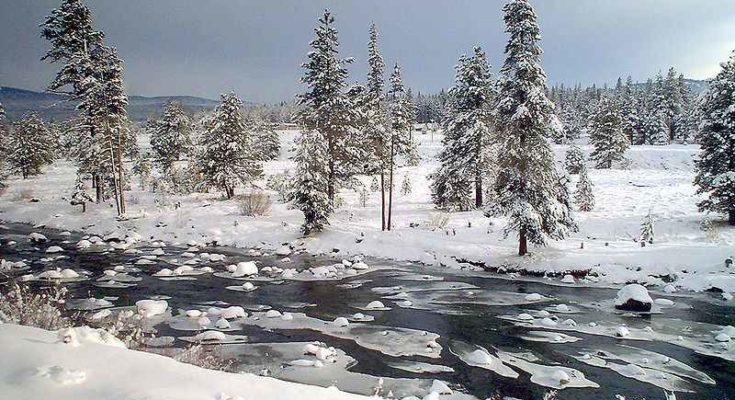 Fiume Truckee durante l'inverno