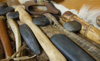 Ascia di pietra, bronzo e acciaio a confronto