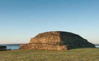Tumulo di Barnenez, una delle più antiche strutture megalitiche del pianeta