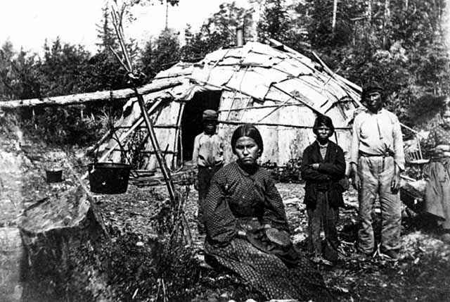 Wigwam del popolo Ojibwe in una foto del XIX secolo