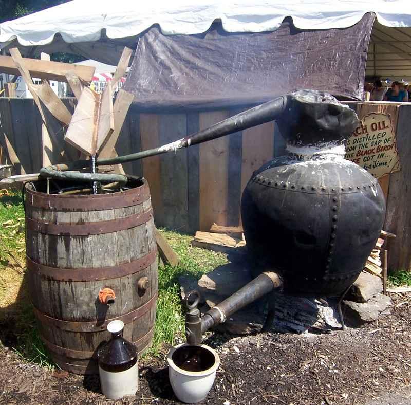Distillatore per birra di betulla al festival tradizionale di Kutztown, Pennsylvania